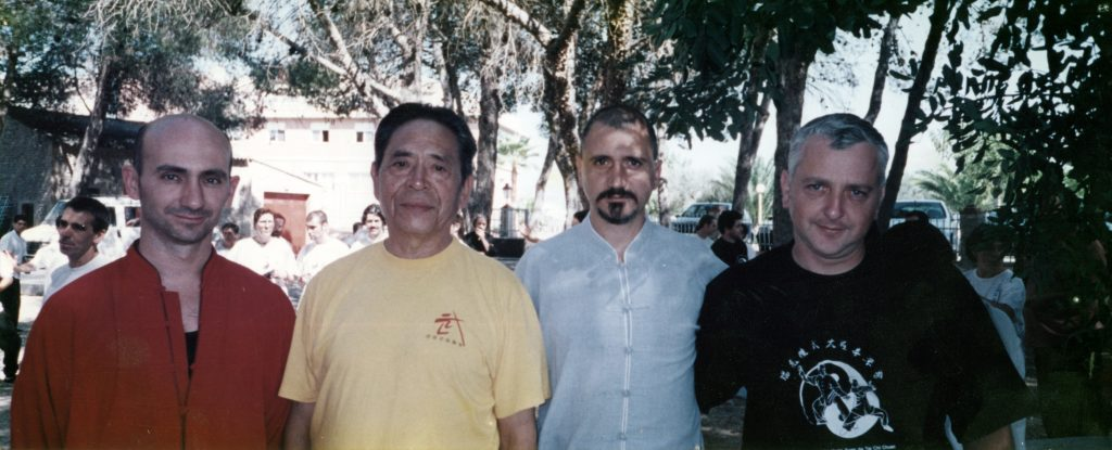 De izquierda a derecha. Luis Cartolano, Gran Maestro Feng, Maestro Pedro Valencia y Luis Javier de Cruz